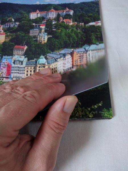 Sešit chrání transparentní pevné plastové desky